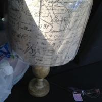 El hogar y la lámpara de resplandor pequeño...